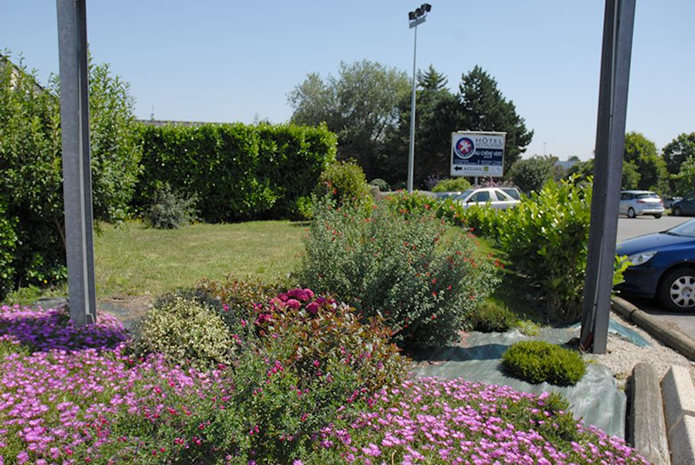 Jardins motel parking