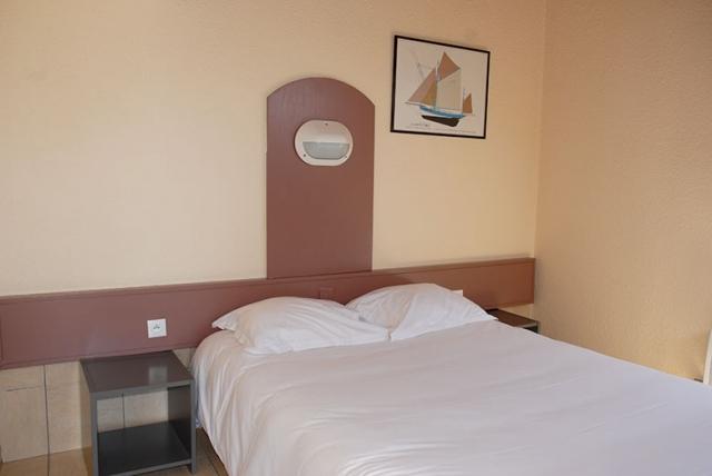 Chambre double motel lit